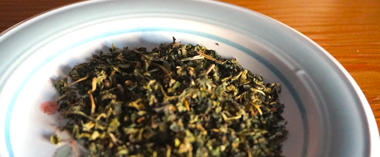 Getrocknete Brennessel ist ein absolutes Must-Have für die Hausapotheke. - Dryed nettle is a must-have for the kitchen apothecary.