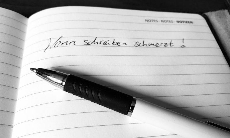 Wenn schreiben schmerzt, dann solten wir uns nach Hilfsmitteln umschauen, die uns den Alltag leichter machen. Foto-Copyright: Lisa Feldmann